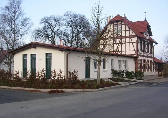 Fahrkartenschalter und Toilettenanlage Neresheim (Grö:ße ca. 43kb)