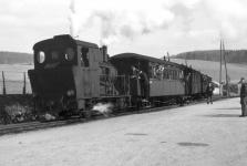 Einst .... Lok WN 12 mit Herbrand- und Brünigwagen am Bahnsteig in Neresheim um 1956