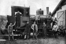 Einst: Personal der Härtsfeldbahn vor Lok WN 11 im Jahr 1919