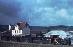 Dampfzug Richtung Aalen im Bahnhof Dischingen, 1956