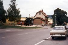 Denkmals-Lok 11 und Triebwagenzug im Bahnhof Neresheim 1972
