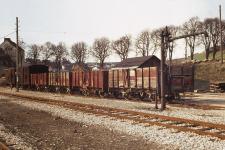 Am 20. April 1973 warten in Neresheim die beiden Stückgut-Gw 103 und 101 und die vier Ow 371, 369, 368 und 366 auf den Abtransport zur Verschrottung