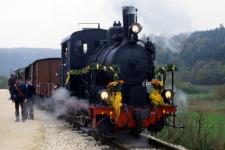 Eröffnungszug der Härtsfeld-Museumsbahn an der Sägmühle, 20. Oktober 2001