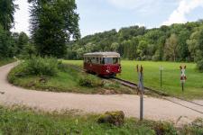 Als letzter Zug des Tages nach Katzenstein ist T33 als Tp13 hinter der Sägmühle unterwegs.