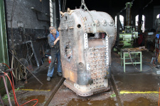 Juli 2012: der Stehkessel wird von der Feuerbüchse abgehoben