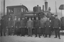 Einst ... Die Härtsfeldbahner vor Lok 11 am Bahnsteig Neresheim im Dezember 1932