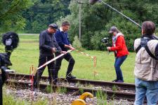 Gleisbauchef Dietmar Fischer und Vereinsvorsitzender Werner Kuhn setzen die Scheren an....