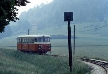 T 37 im Egautal kurz vor dem Bahnübergang Dischinger Straße, Ende der1960er Jahre