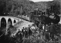 Malletlok 3 mit Bauzug und Gleisbaurotte auf dem Viadukt , 1912