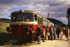 Vorletzte Fahrt der Härtsfeldbahn mit T 37 am Bahnsteig Neresheim im September 1972
