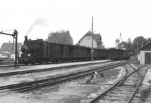 Lok 12 mit langem Zug in Neresheim, 4. Mai 1952
